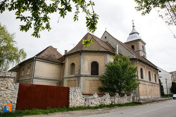 manastirea-si-biserica-franciscana-din-deva-judetul-hunedoara-imagine-din-spate.jpg