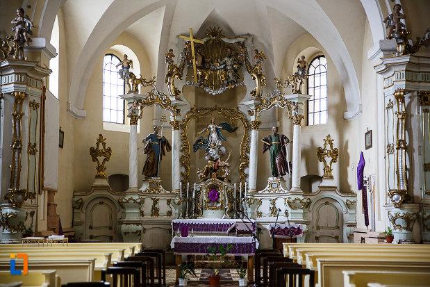 manastirea-si-biserica-franciscana-din-deva-judetul-hunedoara-interiorul-bisericii.jpg