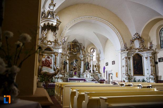 manastirea-si-biserica-franciscana-din-deva-judetul-hunedoara-poza-de-interior.jpg