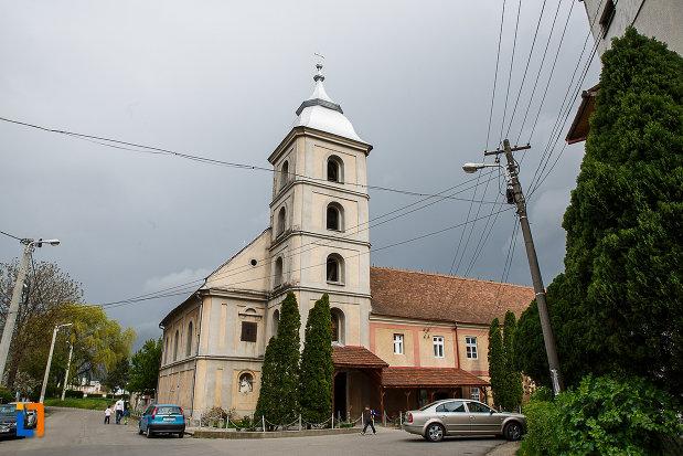manastirea-si-biserica-franciscana-din-deva-judetul-hunedoara.jpg