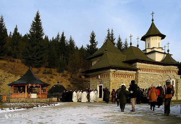 manastirea-sihastria-putnei.jpg