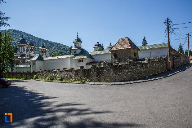 manastirea-sinaia-judetul-prahova.jpg