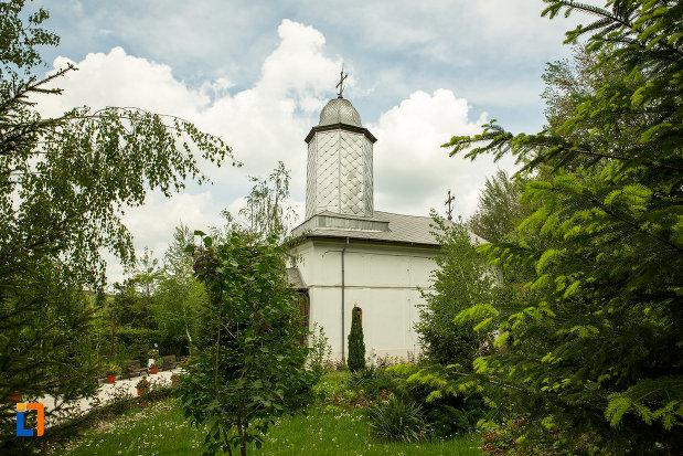 manastirea-streharet-din-slatina-judetul-olt-vazuta-din-lateral.jpg