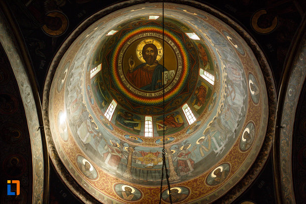 manastirea-turnu-din-pausa-judetul-valcea-cupola-din-biserica.jpg