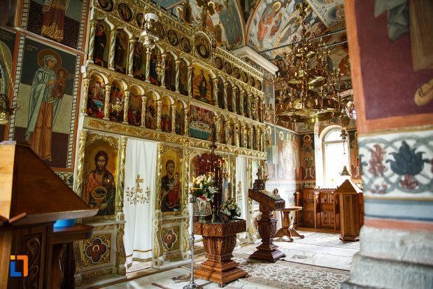 manastirea-turnu-din-pausa-judetul-valcea-fotografiata-din-interior.jpg