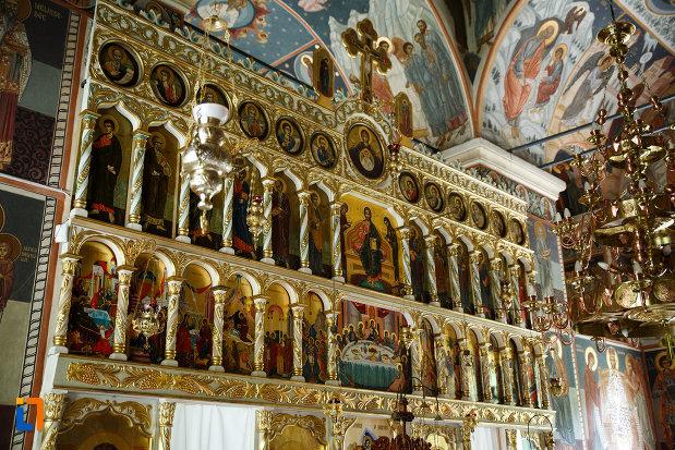 manastirea-turnu-din-pausa-judetul-valcea-imagine-cu-picturi-religioase.jpg