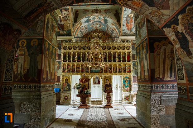 manastirea-turnu-din-pausa-judetul-valcea-imagine-din-interior.jpg
