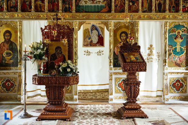 manastirea-turnu-din-pausa-judetul-valcea-poza-cu-icoane.jpg