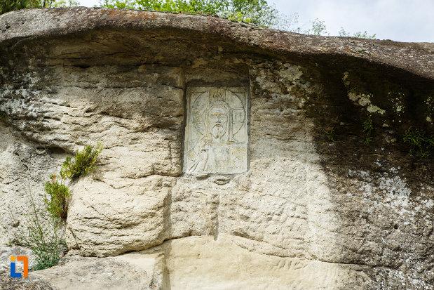 manastirea-turnu-din-pausa-judetul-valcea-sculptura-cu-chipul-lui-iisus-hristos.jpg