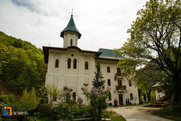manastirea-turnu-din-pausa-judetul-valcea.jpg