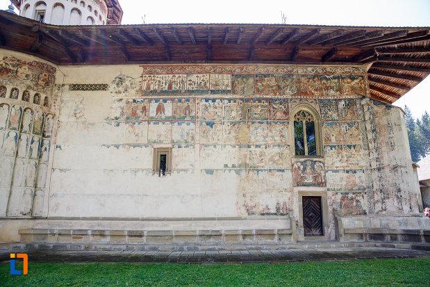 manastirea-voronet-judetul-suceava-vazuta-din-lateral.jpg