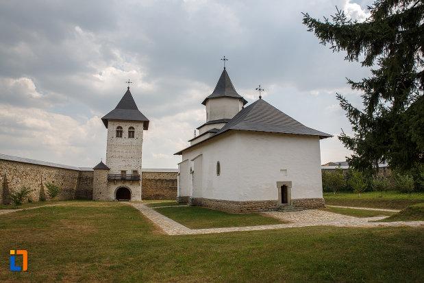 manastirea-zamca-biserica-sfantul-auxentie-1551-din-suceava-judetul-suceava.jpg