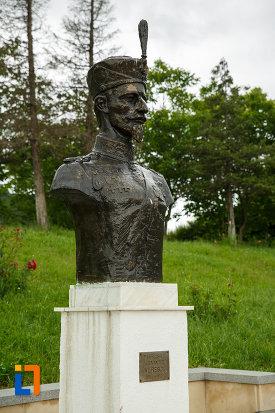 maresal-alexandru-averescu-mausoleul-eroilor-din-1916-1919-de-la-marasesti-judetul-vrancea-vazut-din-lateral.jpg