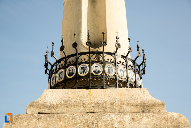 martiri-de-pe-monumentul-eroilor-revolutiei-din-1989-din-arad-judetul-arad.jpg