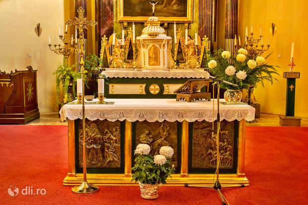masa-din-biserica-romano-catoloca-sf-ladislau-din-oradea-judetul-bihor.jpg