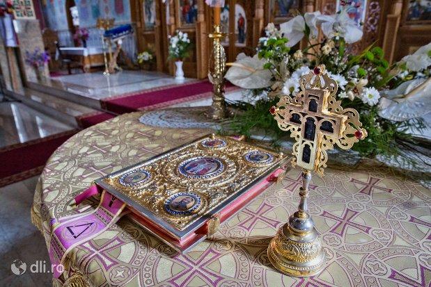 masa-din-interiorul-catedralei-ortodoxe-din-negresti-oas-judetul-satu-mare.jpg