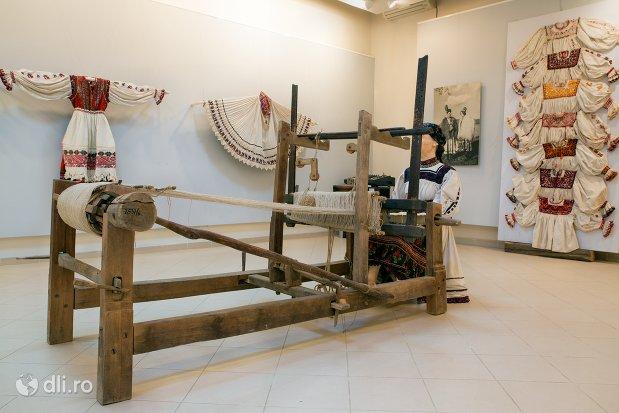 masina-de-tesut-de-la-muzeul-tarii-oasului-din-negresti-oas-judetul-satu-mare.jpg
