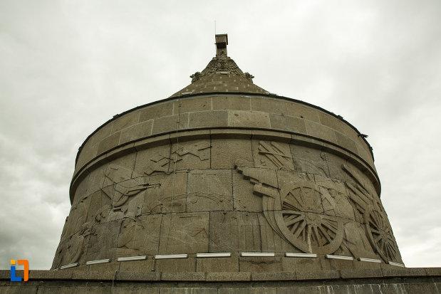 mausoleul-eroilor-din-1916-1919-de-la-marasesti-judetul-vrancea-basorelief-de-razboi.jpg