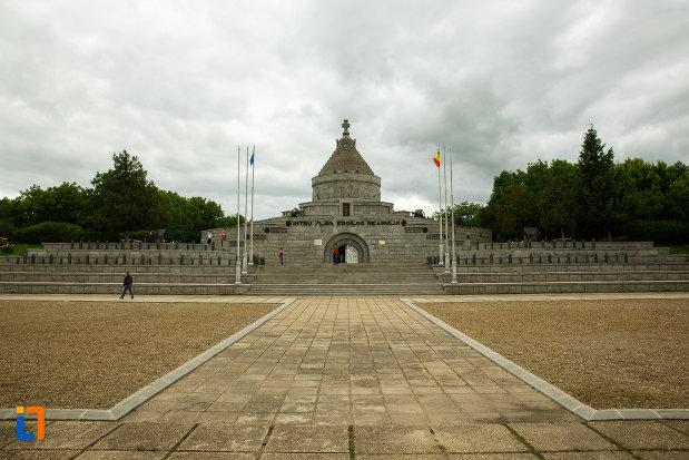mausoleul-eroilor-din-1916-1919-de-la-marasesti-judetul-vrancea.jpg