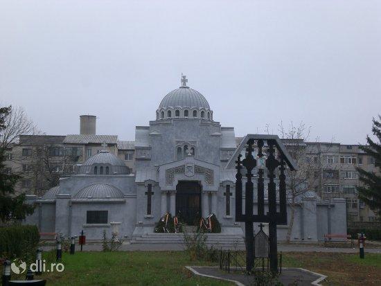 mausoleul-eroilor-din-focsani.jpg