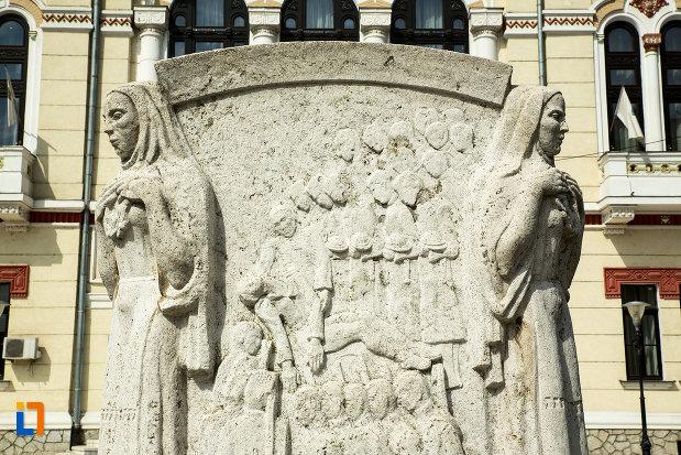 mausoleul-eroinei-ecaterina-teodoroiu-din-targu-jiu-vazut-de-aproape.jpg