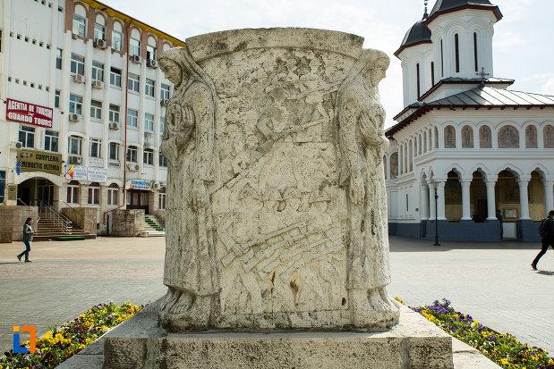 mausoleul-eroinei-ecaterina-teodoroiu-din-targu-jiu-vazut-din-lateral.jpg