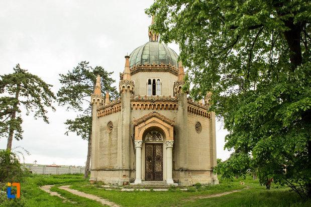 mausoleul-familiei-filisanu-din-filiasi-judetul-dolj.jpg