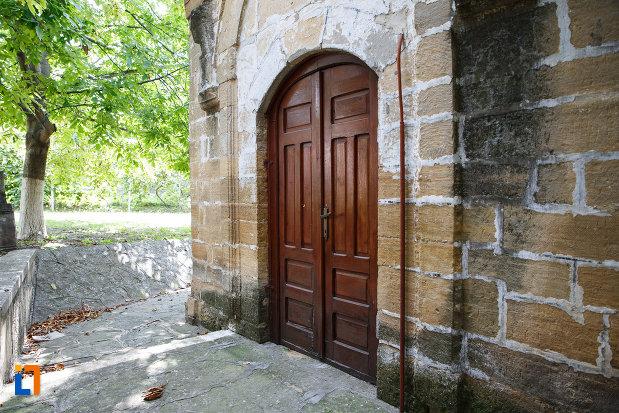 mausoleul-lui-gazi-ali-pasa-din-babadag-judetul-tulcea-2.jpg