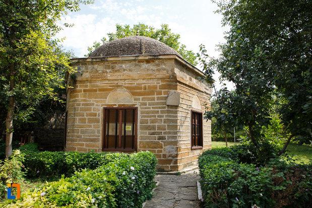 mausoleul-lui-gazi-ali-pasa-din-babadag-judetul-tulcea.jpg