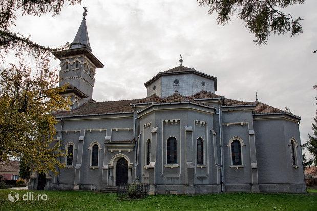 mausoleul-lui-simion-barnitiu-din-bocsa-judetul-salaj-vedere-din-lateral.jpg