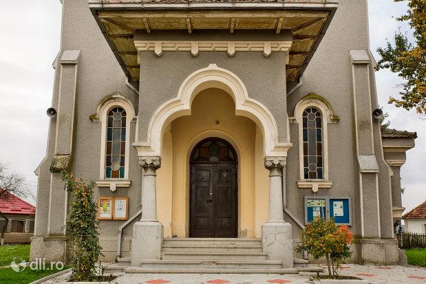 mausoleul-lui-simion-barnitiu-din-bocsa-judetul-salaj.jpg