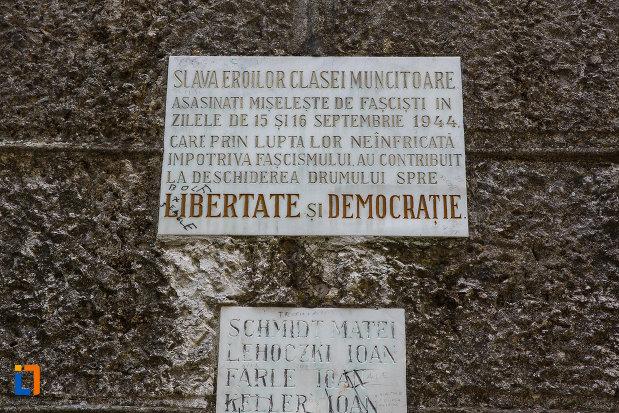 mesaj-aflat-la-monumentul-eroilor-din-jimbolia-judetul-timis.jpg