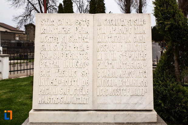 mesaj-comemorativ-de-la-mormantul-lui-vasile-goldis-si-al-elenei-goldis-din-arad-judetul-arad.jpg