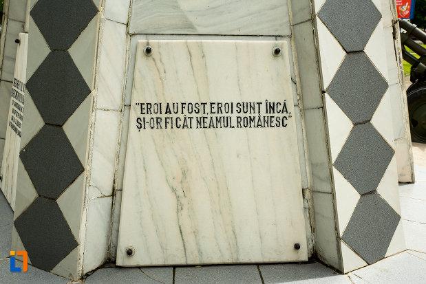 mesaj-de-pe-monumentul-recunostintei-din-caracal-judetul-olt.jpg