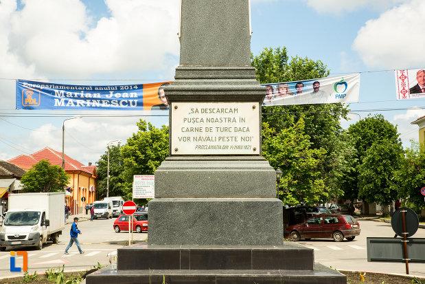 mesaj-de-pe-statuia-lui-tudor-vladimirescu-din-calafat-judetul-dolj.jpg