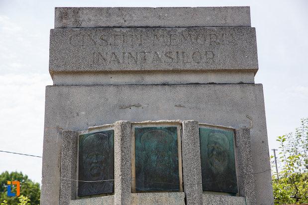 mesajul-de-la-monumentul-inaintasilor-din-breaza-judetul-prahova.jpg