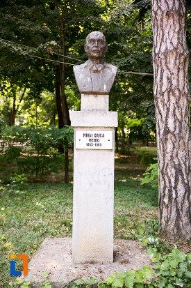 mihai-ciuca-grupul-statuar-din-parcul-mihai-eminescu-din-botosani-judetul-botosani.jpg