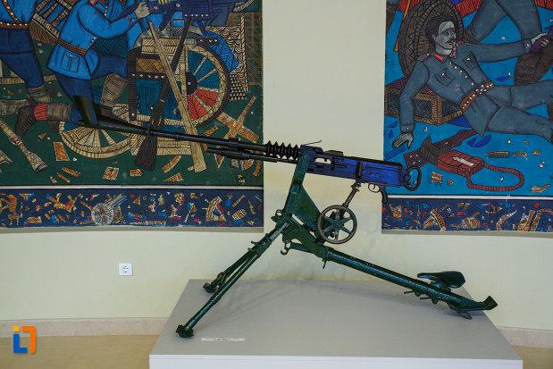 mitraliera-expusa-la-mausoleul-eroilor-din-1916-1919-de-la-marasesti-judetul-vrancea.jpg