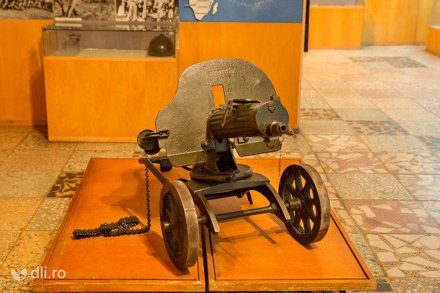 mitraliera-muzeul-militar-din-oradea-judetul-bihor.jpg