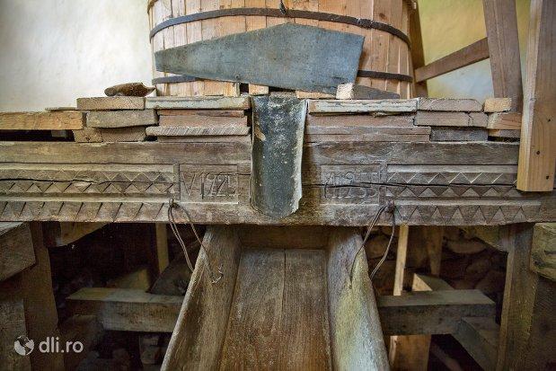 moara-de-cereale-muzeul-satului-osenesc-din-negresti-oas-judetul-satu-mare.jpg