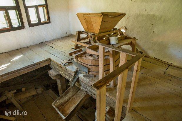moara-traditionala-de-cereale-muzeul-satului-osenesc-din-negresti-oas-judetul-satu-mare.jpg