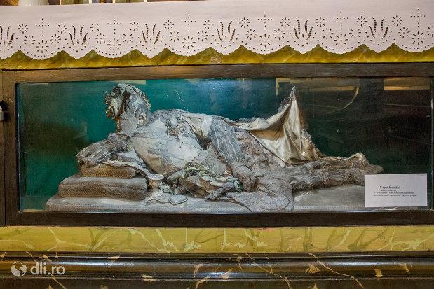 moastele-sfantului-bonifac-biserica-romano-catoloca-sf-ladislau-din-oradea-judetul-bihor.jpg