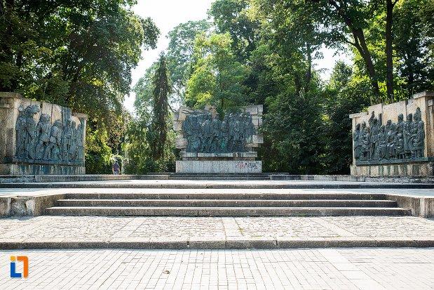 monument-comemorativ-al-rascoalei-din-1907-din-botosani-judetul-botosani.jpg
