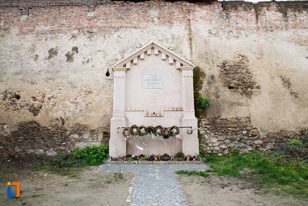 monument-de-la-cetatea-aiudului-judetul-alba.jpg