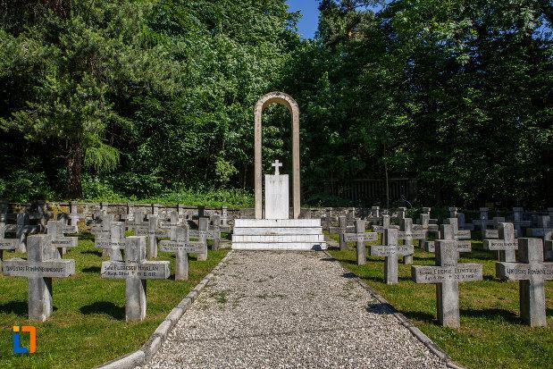 monument-de-la-cimitirul-eroilor-din-sinaia-judetul-prahova.jpg