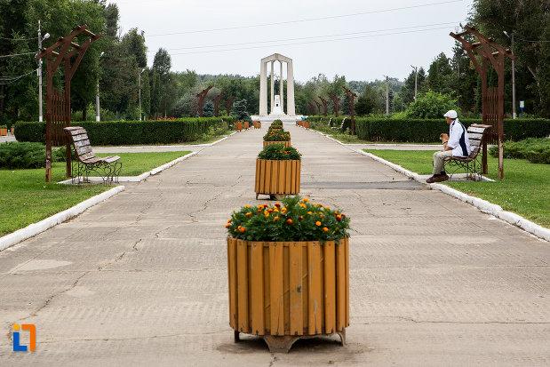 monument-din-parc-central-al-orasului-slobozia-judetul-ialomita.jpg