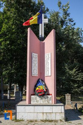 monument-eroilor-din-salcea-judetul-suceava.jpg
