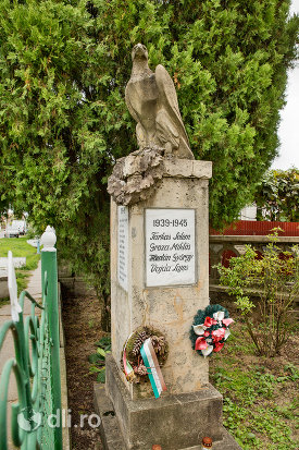 monument-funerar-in-curtea-bisericii-reformate-din-paulesti-judetul-satu-mare.jpg