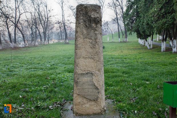monument-langa-biserica-romano-catolica-calvaria-din-cluj-napoca-judetul-cluj.jpg