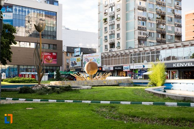 monument-si-piata-din-orasul-pitesti-judetul-arges.jpg